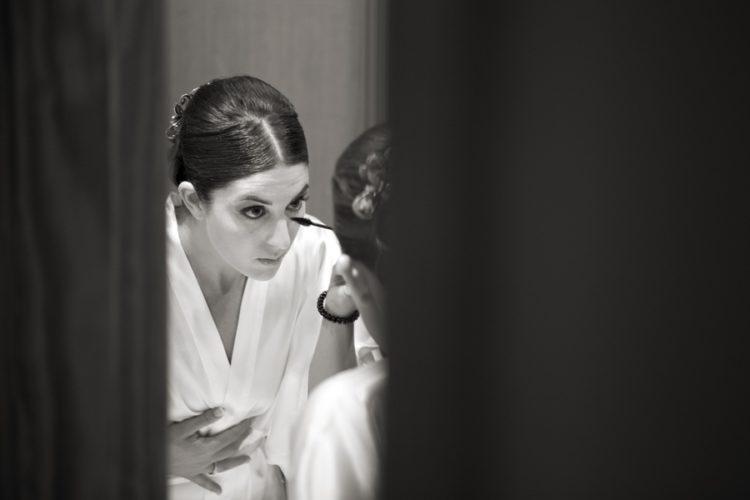 Reportaje de boda. Fotos blanco y negro de preparativos de novia