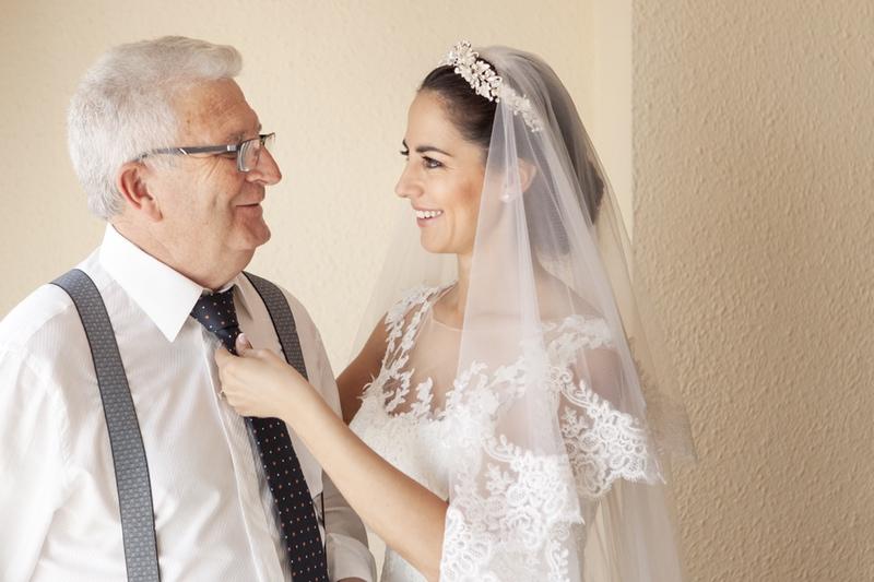 fotos boda en casa novia con padrinos