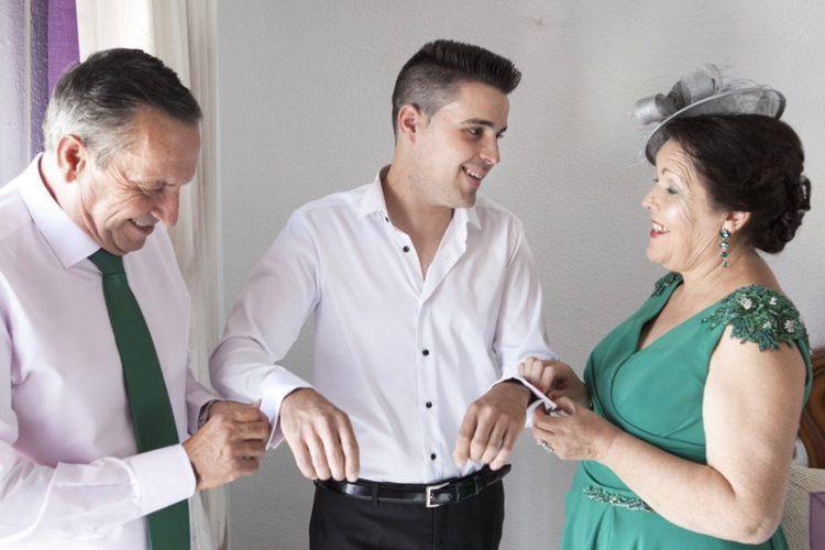 fotos de boda preparativos en casa de novio