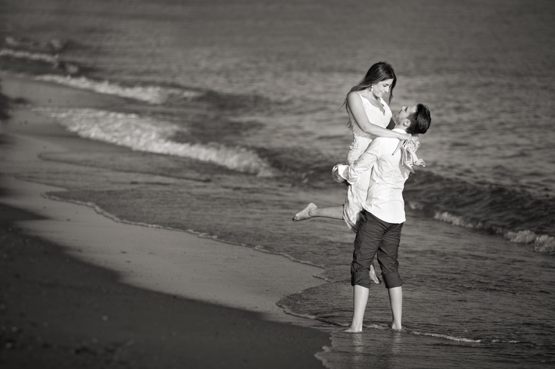 fotos de postboda en la playa de Motril Blanco y Negro