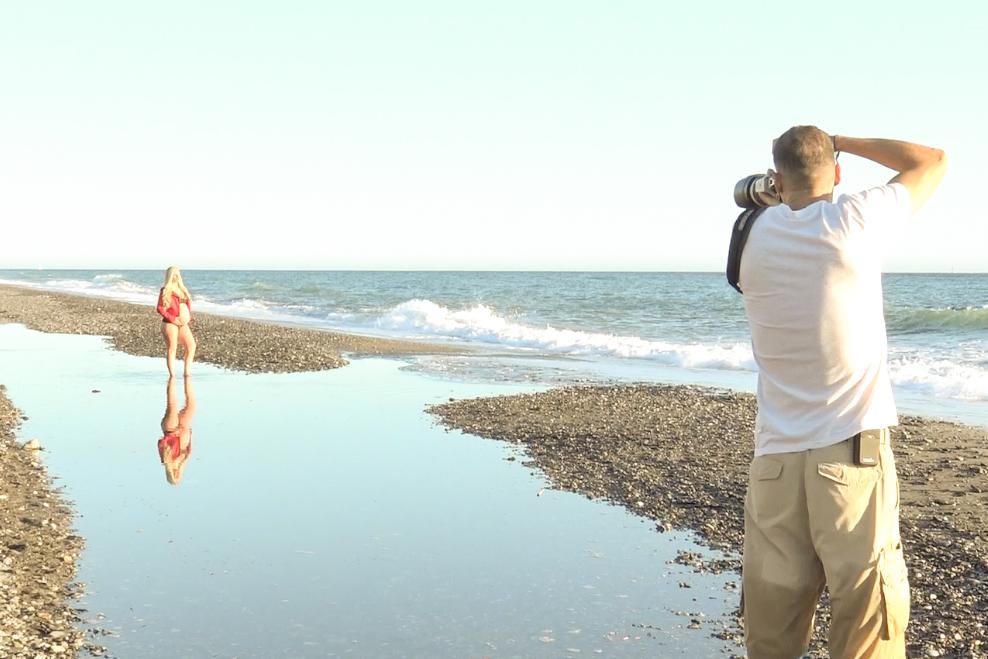 book de fotos y reportaje de embarazada en la playa granada