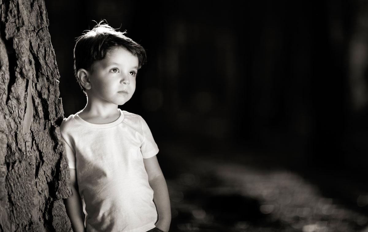 foto niño blanco y negro